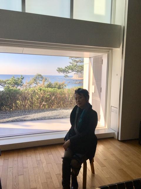 在神奈川县立现代美术馆羽山馆感受蓝天和大海
