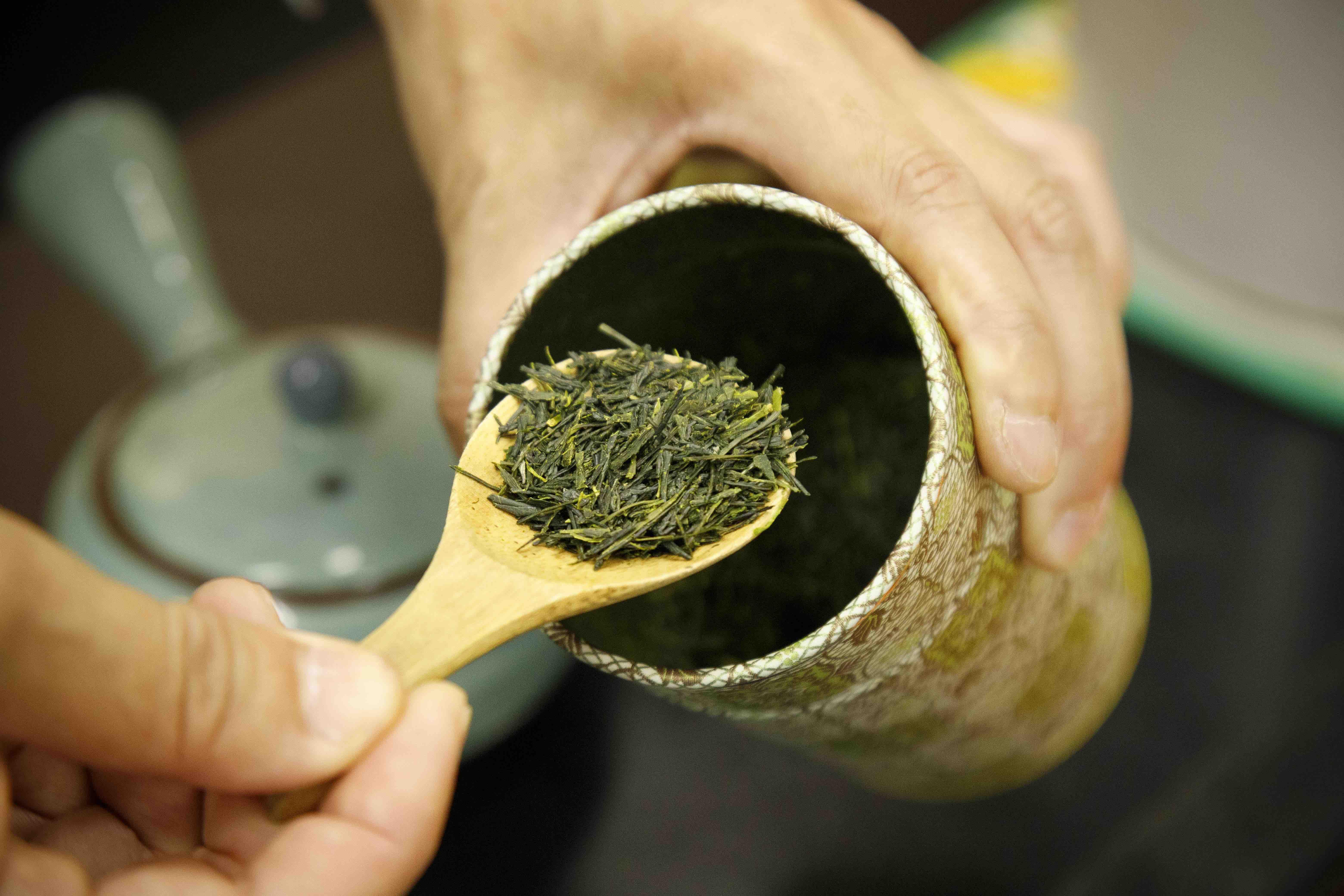 【足柄茶】  香、涩、苦调和而成的醇香绿茶。
