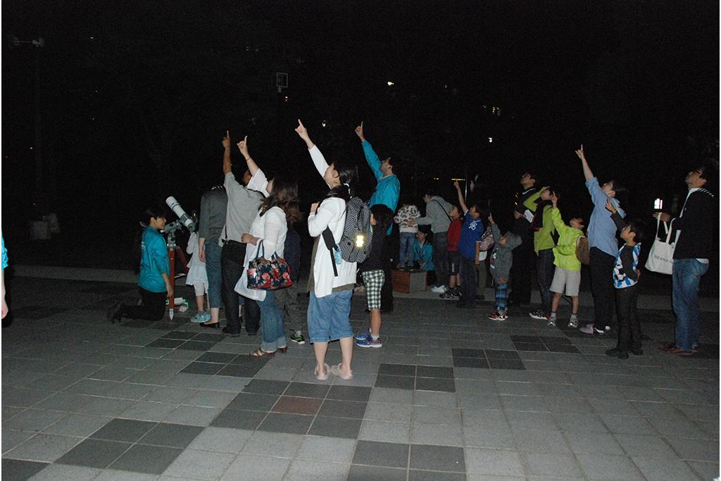 """9月の星空観察会で、輪のあるふしぎな星""""土星""""をのぞいてみよう"""
