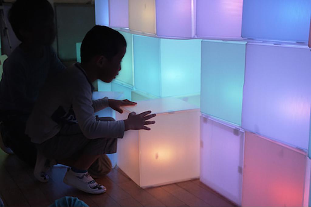 アーティスト髙橋匡太と一緒に、光のコースを考え・作り・遊ぶプロジェクト