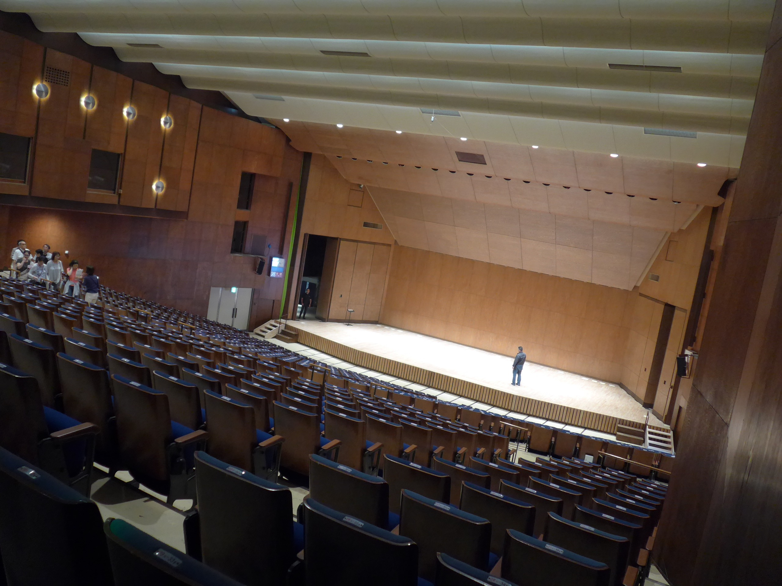Good listening! Good watching! Enjoy the modernism of Maekawa architecture at the prefectural music hall