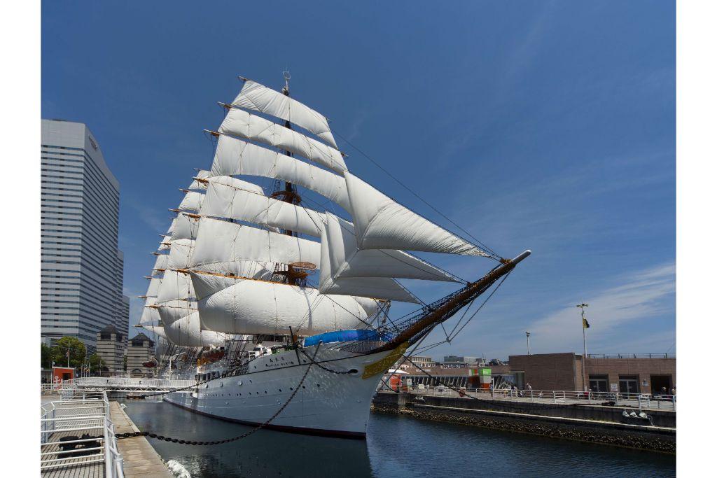 すべて手作業!日本丸の全ての帆をひろげる様子を楽しもう!