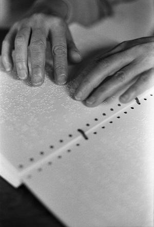 あざみ野フォト・アニュアル 長島有里枝展 知らない言葉の花の名前 記憶にない風景 わたしの指には読めない本
