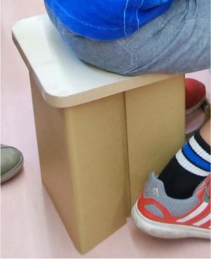 夏休み特別企画「自由研究ラボ~宿題だって楽しみたい!~」 環境体験教室「リサイクル紙で丈夫な椅子を作ろう」
