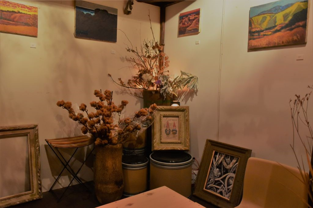gallery併設のcafe&Bar「tenjishitsu:Tür aus Holz(トゥアーアウスホルツ) 山元町」