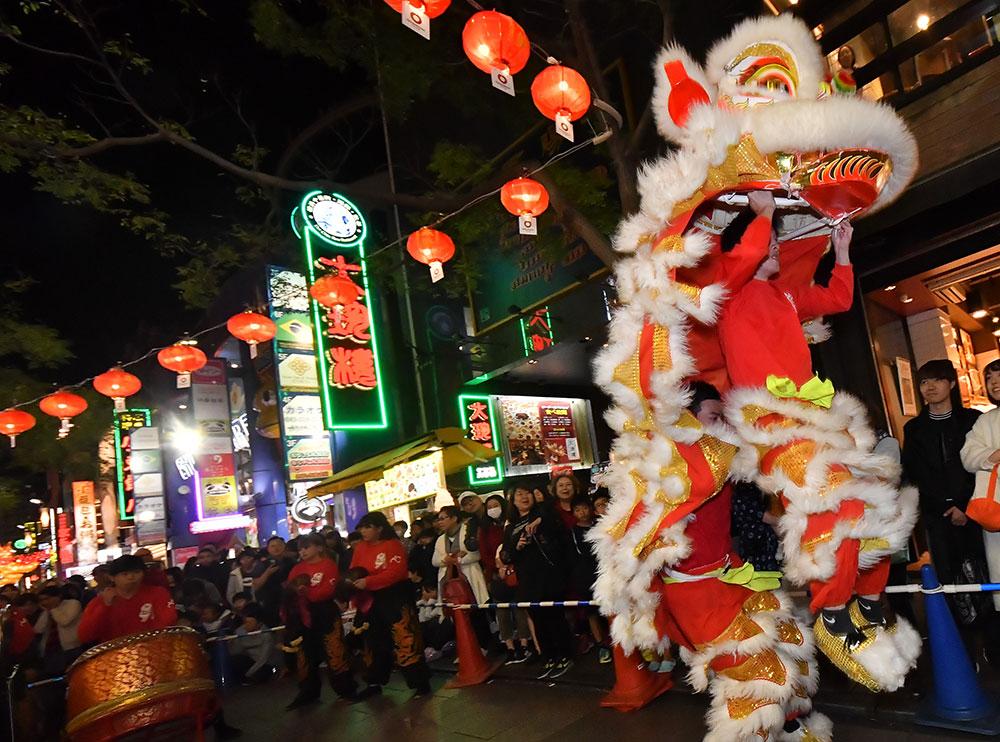 紅色燈籠和燈飾為橫濱唐人街的城市景觀錦上添花!