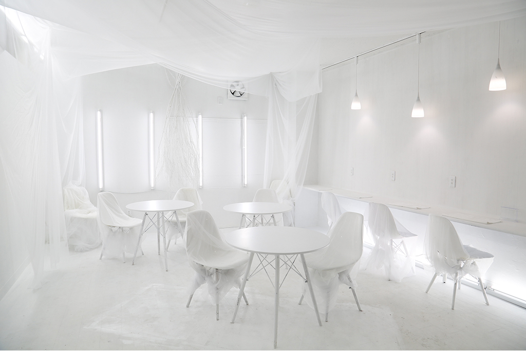 Cafe&逃げBar White Out