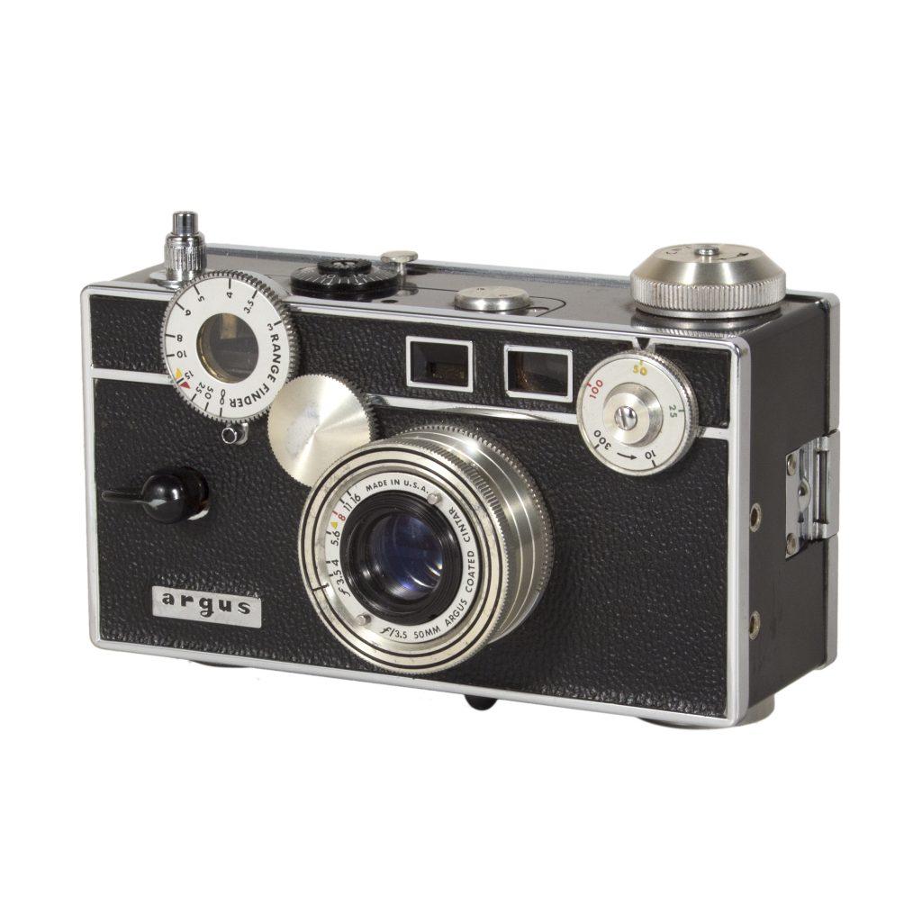 【d】  Gallery in the Lobby 横浜市所蔵カメラ・写真コレクション 「映画の中のカメラ」