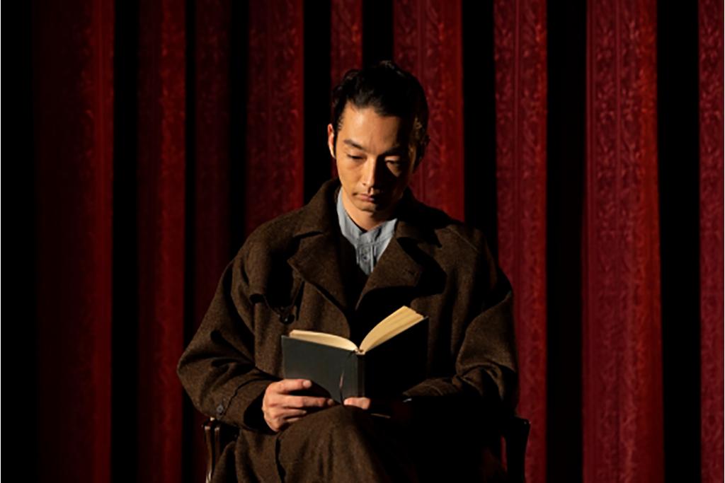 「トライアローグ」展関連企画、森山未來の朗読&パフォーマンス映像公開!