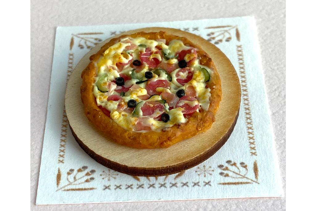 樹脂粘土を使ってミニチュアのピザをつくってみよう!