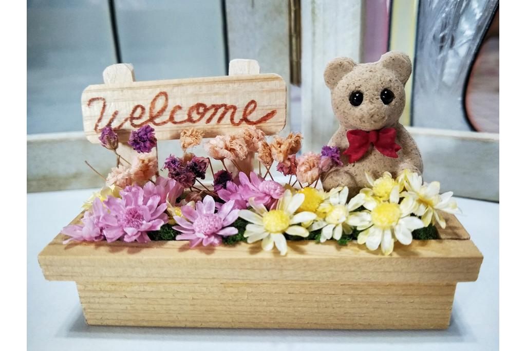 お花をあしらって小さくてかわいらしいプランターをつくってみよう!
