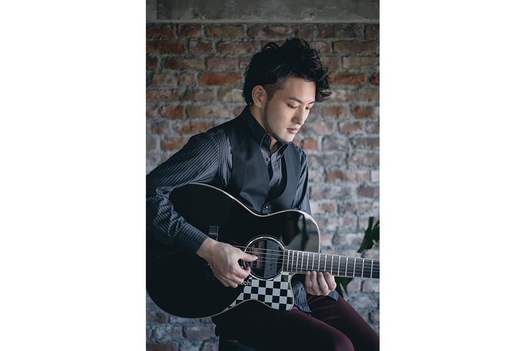 アコギ・シーンを牽引する若手ソロギタリスト「井草聖二」が関内ホールに!