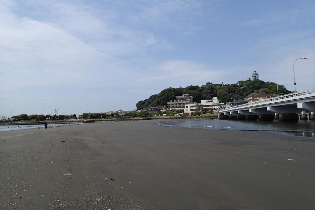 親子で、お友だち同士で、江の島に続く不思議な道を歩いてみよう!